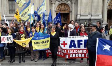 Die Proteste richteten sich unter anderem gegen das prekäre Rentensystem in Chile und Freihandelsabkommen