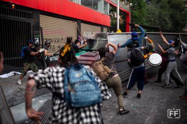 Auch die Konfrontationen auf den Straßen gehen unvermindert weiter