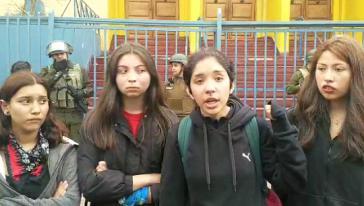 Schülerinnen in der nordchilenischen Stadt Antofagasta berichten über die gewaltsame Räumung durch Militärpolizei während einer Versammlung in ihrer Schule