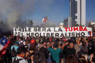 """Bei einer Demonstration in Santiago am 16. November: """"Chile wird das Grab des Neoliberalismus sein"""""""
