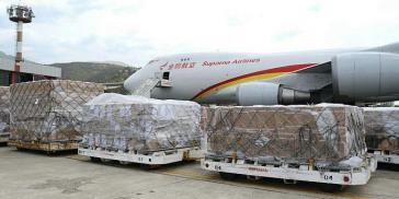 Aus China sind 71 Tonnen Medizin und chirurgisches Material in Caracas eingetroffen