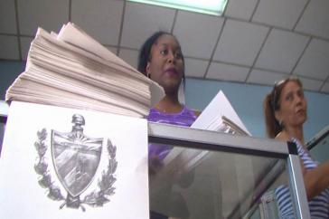 Der reformierte Verfassungstext wird in einer Auflage von 3,1 Millionen Exemplaren für je einen kubanischen Peso verkauft