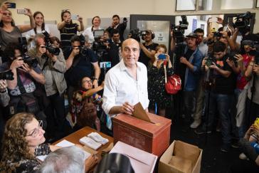 Daniel Martínez bei der Stimmabgabe in Uruguay