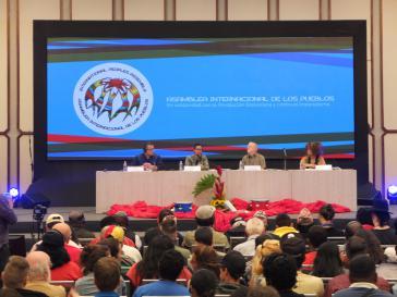 Beim Eröffnungspanel sprechen Vertreter über die Solidarität mit Venezuela