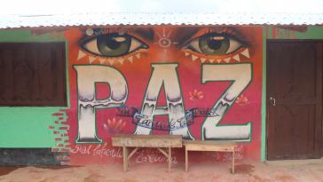 """""""Frieden"""" - Wandbild in einer Demobilisierungszone in Kolumbien"""