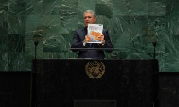 """Kolumbiens Präsident Iván Duque zeigt bei der UNO ein Dossier mit """"stichhaltigen Beweisen"""" gegen Venezuela"""