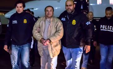 """""""Chapo"""" Guzman, hier bei seiner Auslieferung in die USA im Januar 2017, soll laut einer neuen Zeugenaussage mehrere Präsidenten bestochen haben"""
