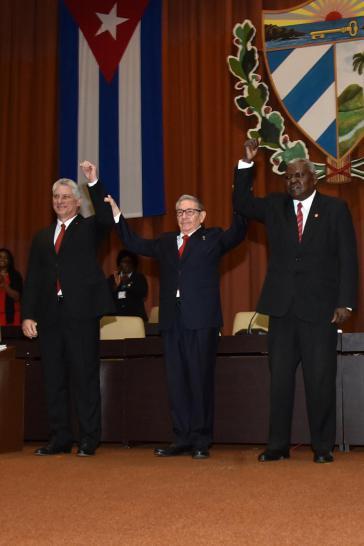 Von links: Kubas Präsident Miguel Díaz-Canel, KP-Generalsekretär Raúl Castro und Parlamentspräsident Esteban Lázo Hernández