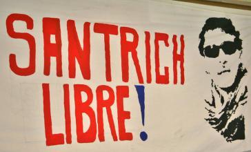 """""""Freiheit für Santrich"""" fordert dieses Plakat"""