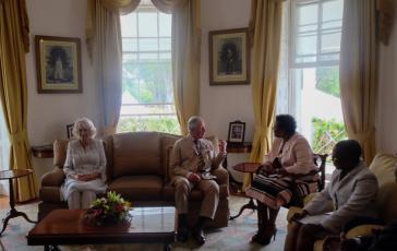 Der Prinz und die Herzogin von Cornwall trafen unter anderem mit der Gouverneurin von Barbados, Sandra Mason, zusammen