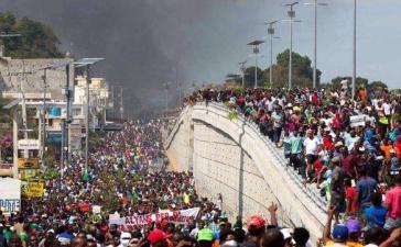 Zehntausende gehen in Haitis Hauptstadt Port-au-Prince auf die Straße und fordern den Rücktritt von Präsident Moïse