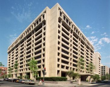 Beim IWF zeigt man sich besorgt um die wirtschaftliche Entwicklung Lateinamerikas. IWF-Hauptsitz in Washington D.C.