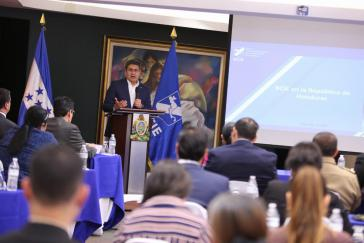 Zeigt sich bislang unbeeindruckt von den Vorwürfen: Der Staatschef von Honduras, Juan Orlando Hernández