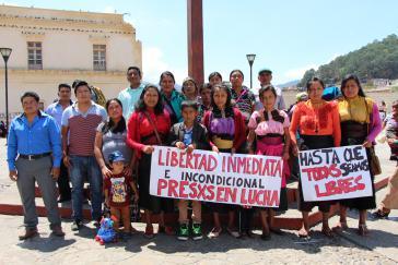 Ganz links außen im blauen Hemd: Justizopfer Alfredo Gómez López bei einer Protestaktion in Mexiko