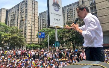 Juan Guaidó verkündet im Stadtteil El Marqués, Caracas, dass er den Druck auf den Amtsinhaber Präsident Nicolás Maduro erhöhen wolle und ruft zu Streiks auf