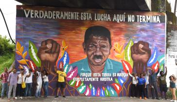 Die Gemeinde hat ein Wandbild im Gedenken an den ermordeten Aktivisten Temístocles Machado erstellt