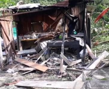 Die gesprengte Holzhütte. Ein Bombe wurde gezündet, als rund 20 Personen dort eine Pause einlegten