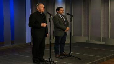 Priester Héctor Fabio Henao (li.) kämpft für Gewaltfreiheit im Wahlkampf von Kolumbien