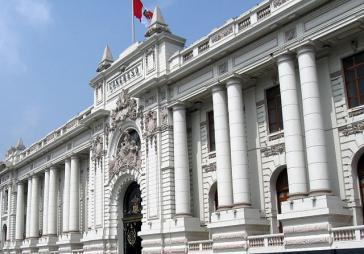 Der Präsident hat den Kongress von Peru abgesetzt