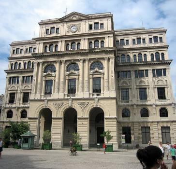 Im Edificio Lonja del Comercio in Kubas Hauptstadt Havanna hat die franzöische Bank Société Générale seit 1996 eine Zweigstelle