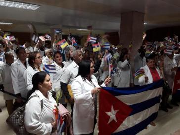 Zurück in Kuba: Mediziner, die in Ecuador gearbeitet hatten, bei ihrer Ankunft auf dem Flughafen Antonio Maceo in Santiago de Cuba
