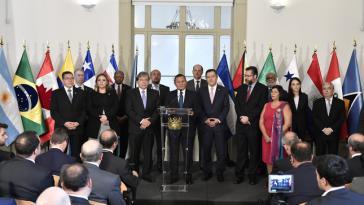 Perus Chefdiplomat Néstor Popolizio verlas vor der Presse das gemeinsame Kommuniqué. Mexiko hatte nicht zugestimmt