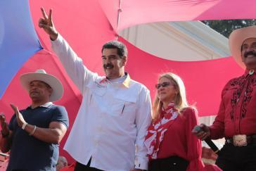 Nicolás Maduro zeigte sich am Montag am Jahrestag der Präsidentschaftswahlen selbstbewusst und schlug eine Neuwahl des Parlaments vor, um ein Stimmungsbild im Land zu bekommen