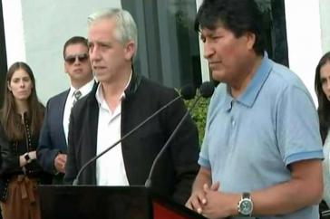 Evo Morales bei der kurzen Ansprache nach seiner Ankunft auf dem Flughafen von Mexiko-Stadt