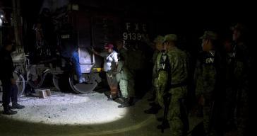Die umstrittene Nationalgarde im Einsatz gegen Migranten in Chiapas, die in einem Güterzug Richtung Norden unterwegs sind (Ende Juni)