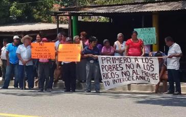 In Matías Romero, Mexiko, protestierten Indigene anlässlich des Besuches von Präsident López Obrador gegen den transozeanischen Korridor