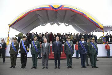 Teile der kolumbianischen Militärführung, hier in der Mitte Präsident Iván Duque, stehen stark unter Druck