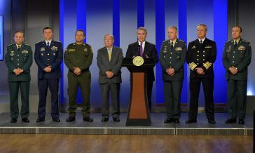 Führung der kolumbianischen Sicherheitskräfte seit Dezember. In der Mitte Präsident Iván Duque, rechts von ihm Verteidigungsminister Guillermo Botero
