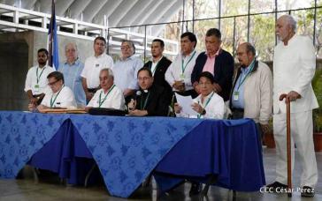 Delegierte beim Dialog gaben die Einigung bei einer Pressekonferenz bekannt