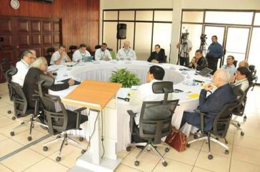 Vertreter von Kirchen, Opposition und Regierung trafen am 27. Februar erneut zusammen. Die Wiederaufnahme des Dialogs in Nicaragua war sehr positiv aufgenommen worden