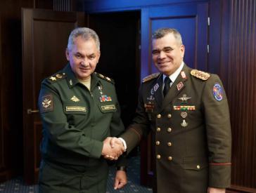 Die Verteidigungsminister von Venezuela und Russland, Vladimir Padrino López und Sergei Schoigu (links), bei einem Treffen am Donnerstag in Moskau
