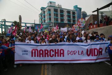 In Lima gingen im letzten Jahr Menschen auf die Straße, um gegen die Legalisierung von Schwangerschaftsabbrüchen zu protestieren