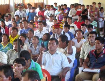 Versammlung der indigenen Gemeinschaft Awajún. Sie wehrt sich gemeinsam mit den Wampis erfolgreich gegen Erdöl- und Bergbauprojekte in ihrem Gebiet