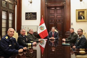 Der Präsident und seine Generäle: Vizcarras Auftritt auf Twitter