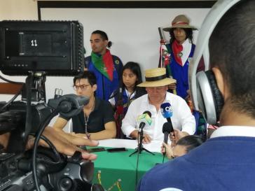 Auf einer Pressekonferenz ruft der Indigenensprecher Giovanni Yule zu internationaler Solidarität auf