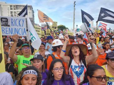 Die Demonstrierenden fordern den Rücktritt von Gouverneur Ricardo Rosselló