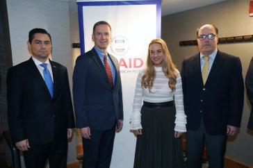 Mark Green von Usaid mit den Delegierten der venezolanischen Opposition Carlos Vecchio, Lilian Tintori (Ehefrau von Leopoldo López) und Julio Borges am Dienstag in New York
