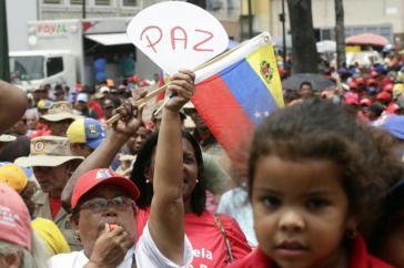 """""""Frieden"""" stand für demonstrierende Chavisten am Samstag in Caracas im Mittelpunkt"""