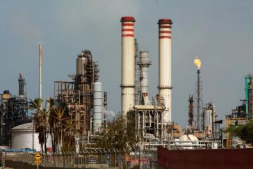 Der Amuay-Raffineriekomplex im venezolanischen Bundesstaat Falcon. Hier wird Rohöl für den Export verarbeitet