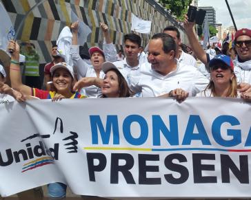 Otto Gebauer, hier in der Mitte, bei einer Oppositionsdemonstration in Venezuela