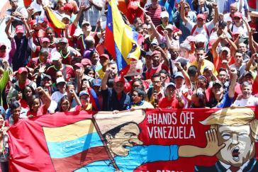 """""""Hände weg von Venezuela"""": Großdemonstration gegen Interventionismus und Krieg in Venezuelas Hauptstadt Caracas am 23. Februar 2019"""