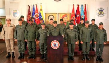 In Anwesenheit des Obersten Generalstabes der FANB verlas Verteidigungsminister Padrino López in einer landesweit übertragenen Sendung am Dienstag das Kommuniqué