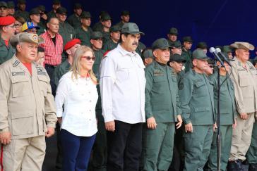 """Präsident Maduro mit Vertretern des Militärs: """"Zivil-militärische Einheit intakt"""""""