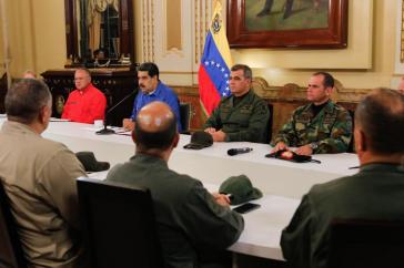 Präsident Nicolás Maduro mit Armeeführung und Regierungsmitgliedern in Caracas, Venezuela