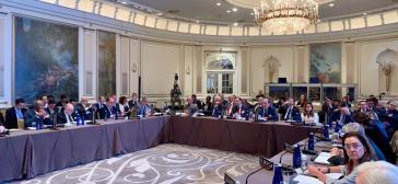 """Vertreter der Tiar-Mitgliedsländer bei ihrem Treffen am Montag. Mit dabei als """"offizieller Vertreter Venezuelas"""": Guaidós Beauftragter für Außenbeziehungen, Julio Borges"""