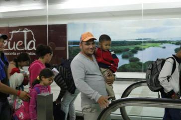 Rückkehrer aus Peru auf dem Flughafen von Caracas